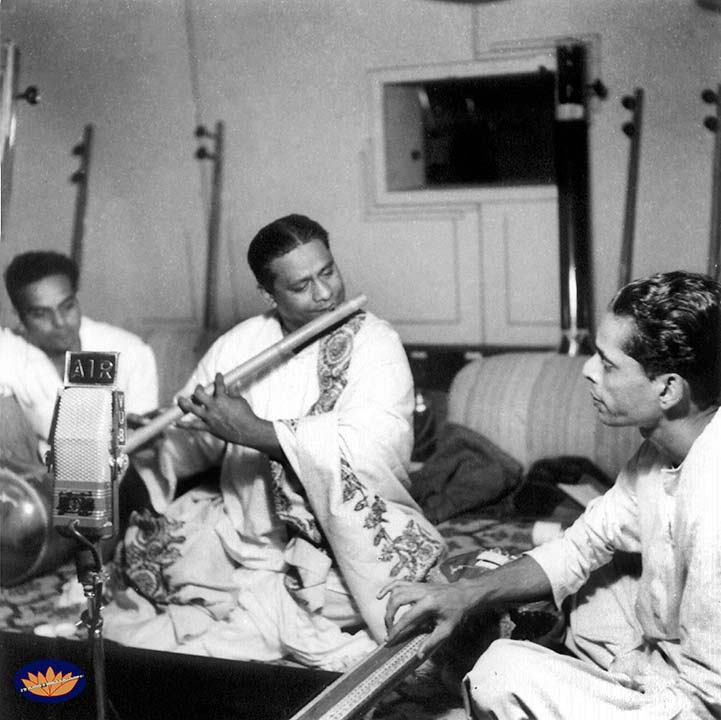 Pannalal Ghosh with disciple & son-in-law Devendra Murdeshwar at AIR