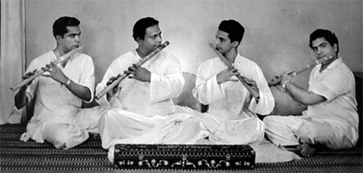 Pannalal Ghosh with disciples V.G. Karnad, Devendra Murdeshwar and ?