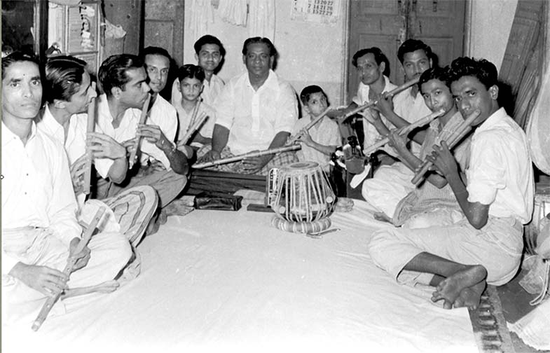 Pt. Pannalal Ghosh with his students in Mumbai.