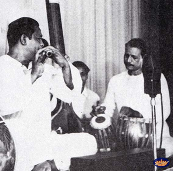 Pt. Pannalal Ghosh accompanied on tabla by Ustad Shamshuddin Khan